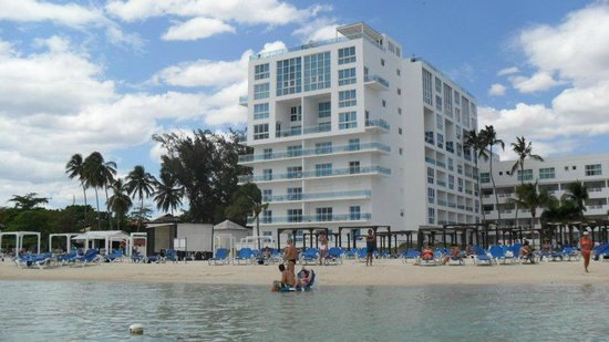 Be Live Experience Hamaca Suites : Hotel view from the water