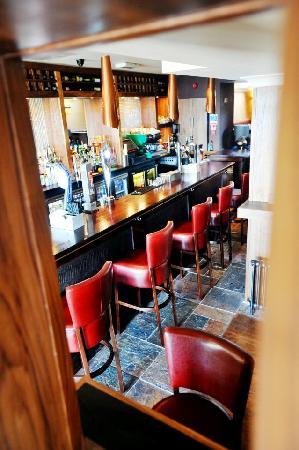 Riverbank Bar and Restaurant : New stylish bar