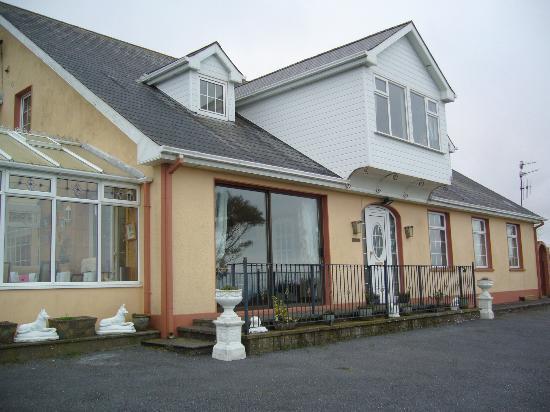 Seaview Guesthouse: La casa vista da fuori