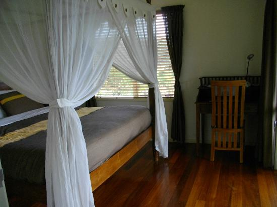 Avalon Resort: Romantic and comfortable bed