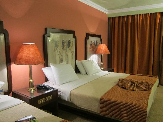 Zayed Hotel: King bed.