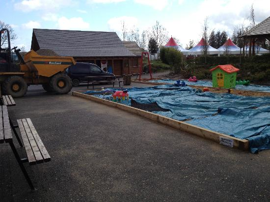 Ashbourne, Ireland: Kids sand pit.. this dumper truck was being driven around a KIDS AREA!!!