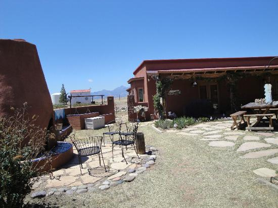 La Hacienda de Sonoita: View to west in outdoor courtyard