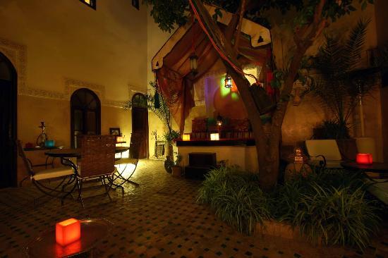 Riad Aguerzame: Courtyard