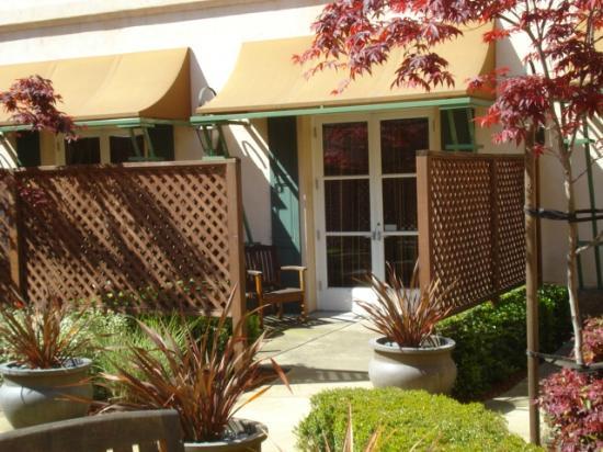 Hyatt Regency Sonoma Wine Country: Patio area of a courtyard room.