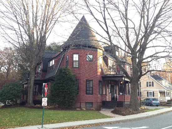 Concord's Colonial Inn: The Guest House