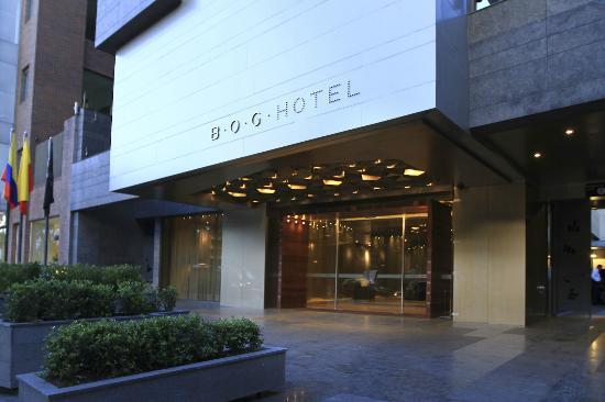 B.O.G. Hotel A Member of Design Hotels: La entrada del hotel tiene luces maravillosas, invita entrar...