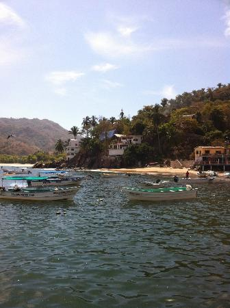 MiraMar Yelapa: Casa Palmita & Casa Manta Ray - white building in background