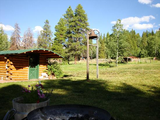 Diamond J Ranch : Dinner Bell and wood burning Sauna with two rooms