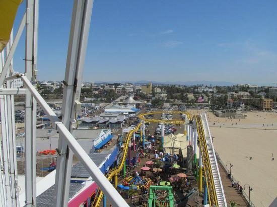 Best Western Plus Gateway Hotel Santa Monica: Vista desde una gondola en el Santa Monica Pier, como a 20 cuadras del hotel