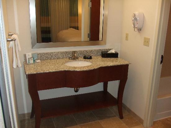 Hampton Inn & Suites Middlebury : vanity