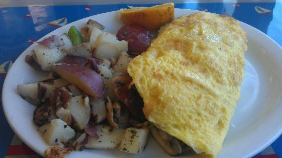 Lighthouse Breakfast & Lunch : Omelette with bacon, avocado and mushroom