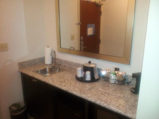 Hampton Inn & Suites Middlebury: fridge and microwave are below, not pictured