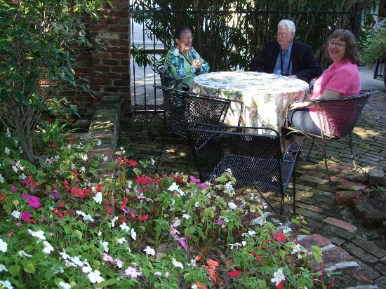 The New Orleans Jazz Quarters : Breakfast in the garden