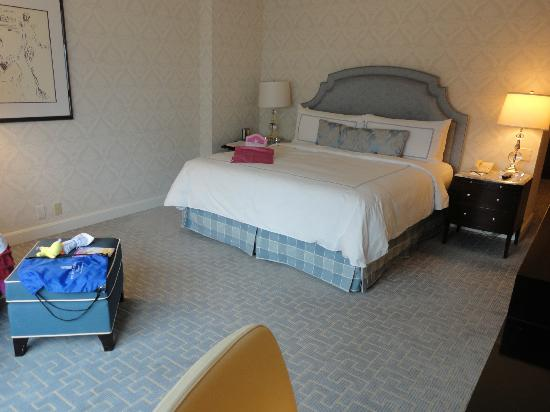 The Ritz-Carlton, Chicago: American Girl doll bed