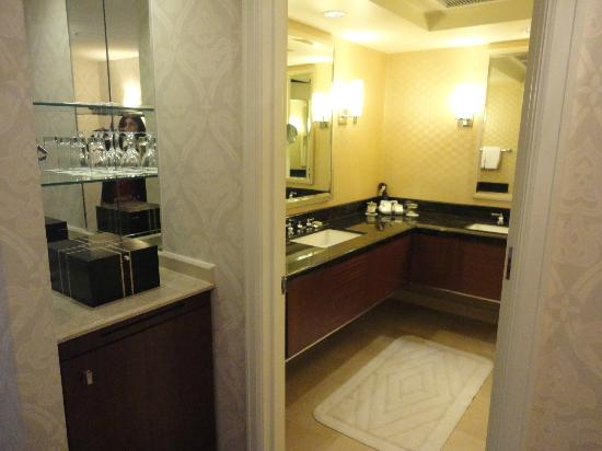 The Ritz-Carlton, Chicago: Double sinks