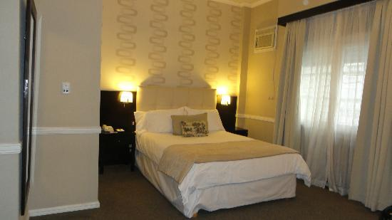 Ulises Recoleta Suites: king size bed