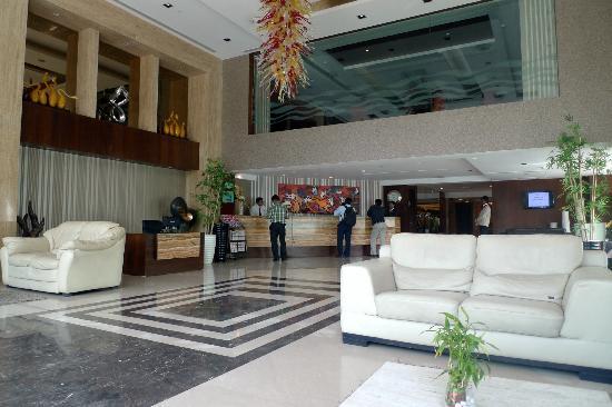 رمادا أحمد آباد: Lobby