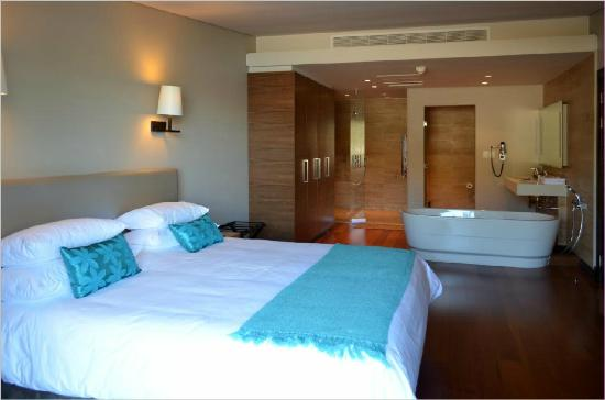 Chapmans Peak Beach Hotel: Penthouse suite bedroom en suite
