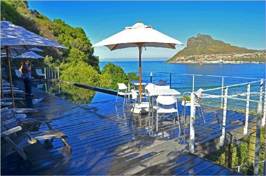 Chapmans Peak Beach Hotel : The pool deck