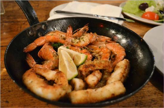 Chapmans Peak Beach Hotel: prawns and calamari
