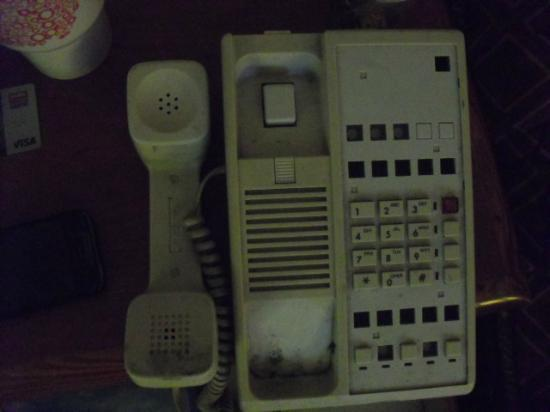 Americas Best Value Inn And Suites- Odessa: Non connected gross out phone