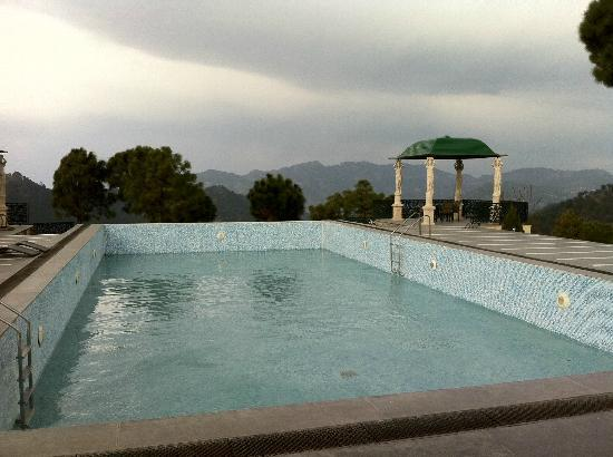 Suryavilas Luxury Resort & Spa: Hill top pool, though not in use