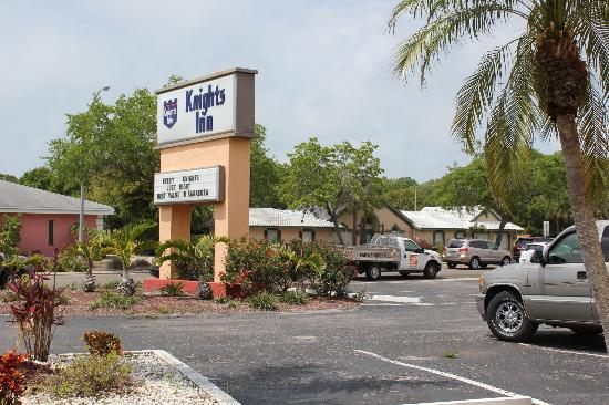 Knights Inn Sarasota: Tamiami Trail from hotel