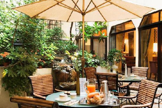 Garden Elysee Hotel: Terrace