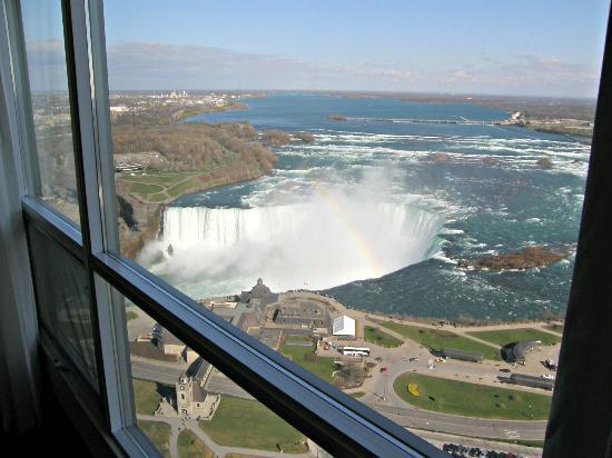 Embassy Suites by Hilton Niagara Falls Fallsview Hotel: Vista a las cataratas. Planta 37.