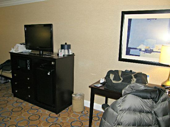 "Holiday Inn Express Hotel & Suites Williamsport: Lcd 32"" y escritorio"