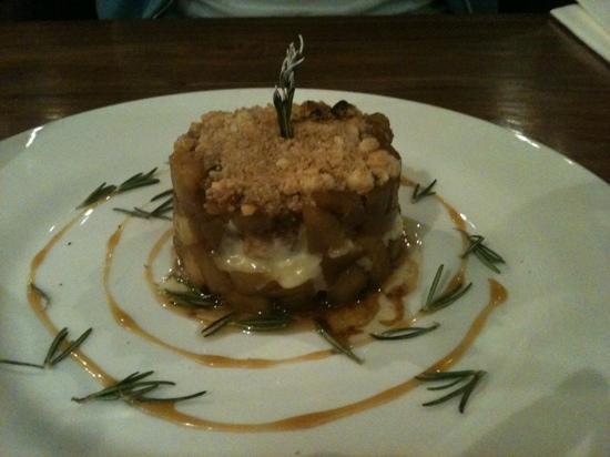 Le Restaurant 71: Crumble pommes et St Marcelin