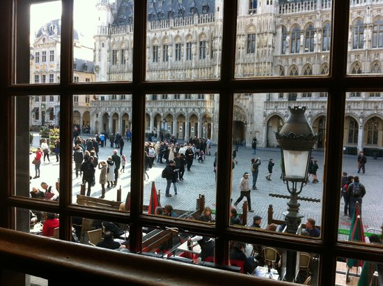 Le Paon - De Pauw: 2nd floor view of the Grand Place
