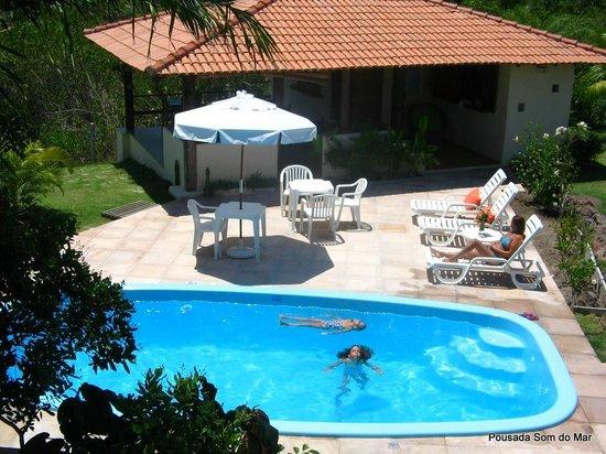 Pousada Som do Mar:                   A piscina desde a varanda