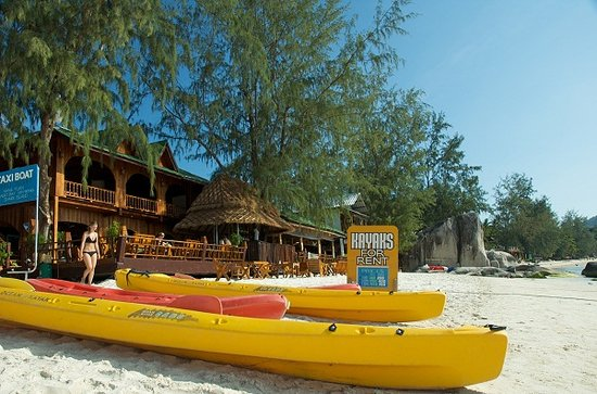 Ban's Diving Resort: Beach front restaurant