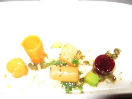 Matsalen - Grand Hotel Lund: Bad quality photo of beautiful vegetable and goats cheese starter