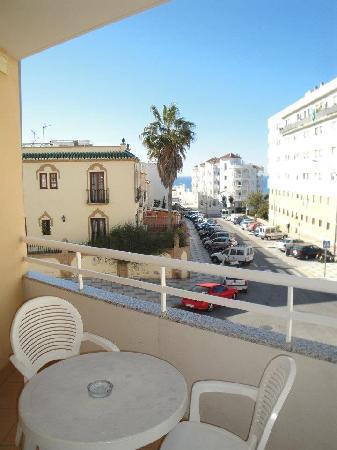 Apartamentos Turisticos Fercomar: le balcon avec vue sur la mer et coucher de soleil