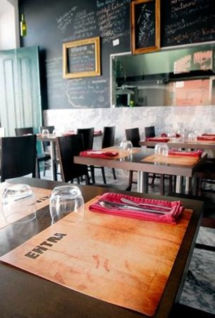 Entra: Tables and window to the kitchen