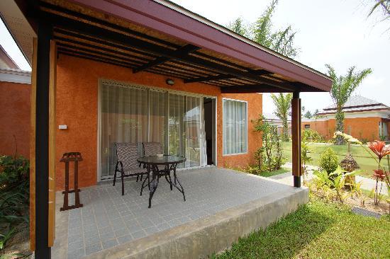 Beyond Resort Khaolak: Aussenansicht Bungalow