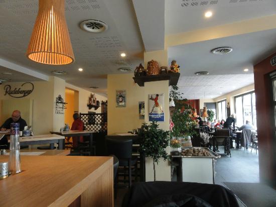 Mercure Hotel Trier Porta Nigra: Le café Le Vis à Vis
