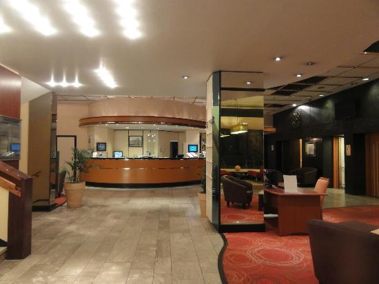 Mercure Hotel Trier Porta Nigra: La réception