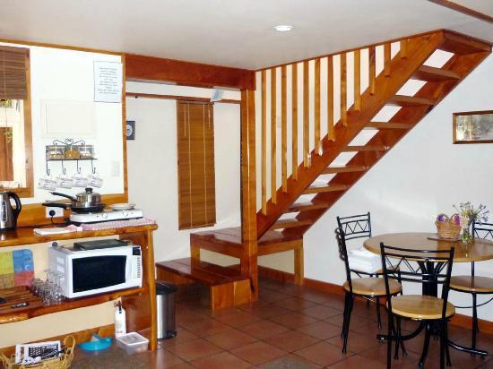 Lavendyl Lavender Farm: Lounge kitchen