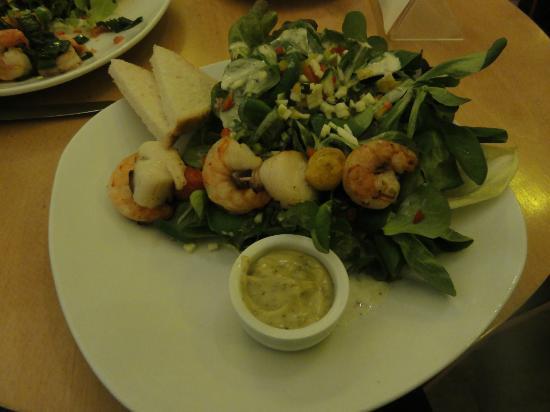 Zur Steipe: Salade aux crevettes et coquilles St Jacques