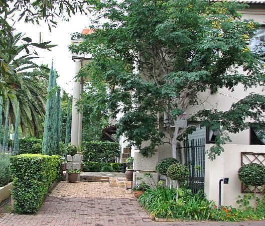 Constantia Manor Guest House: Garden