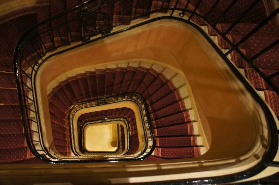 Hotel Lotti Paris : Staircase in the hotel.
