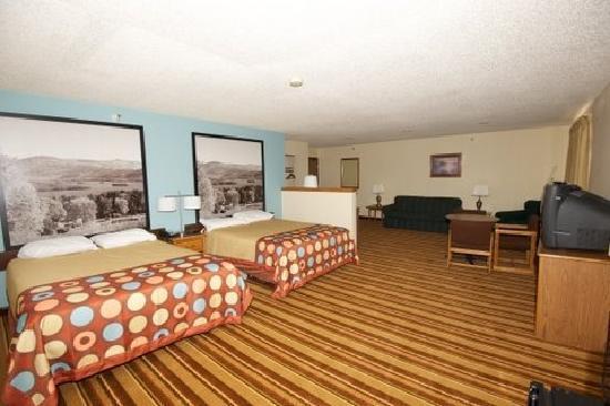 Super 8 Danville VA: suite