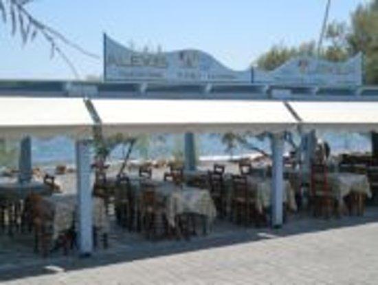 Alexis taverna: sea view side