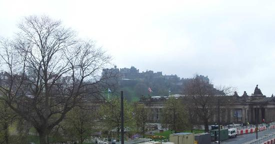 ramada mount royal: View of Edinburgh Castle from Mount Royal dining room