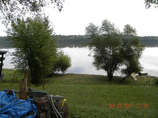 Campshore Campground: Riverside Lots