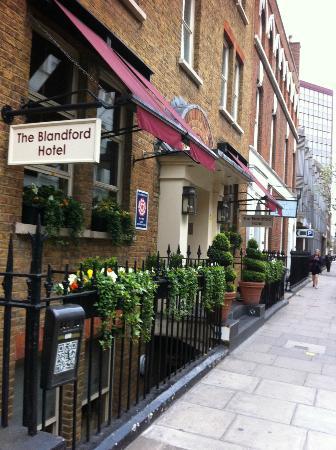 Blandford Hotel : hotel facade: nice street near Baker St Station